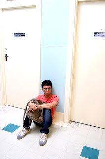Jangan duduk depan pintu, nanti jodohnya kabur
