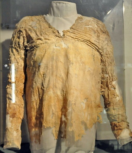 http://www.factslides.com/imgs/Oldest-Dress.jpg