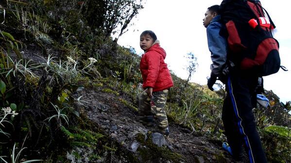 Eka di pendakian ketiganya bersama orang tuanya.