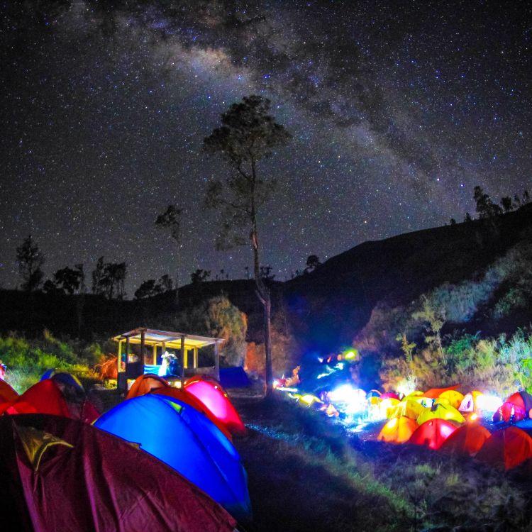 tenda dan peralatan pendakian harus siap