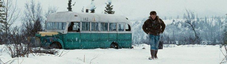 Bangkai bus yang jadi tempat peristirahatan terakhir Chris. :(