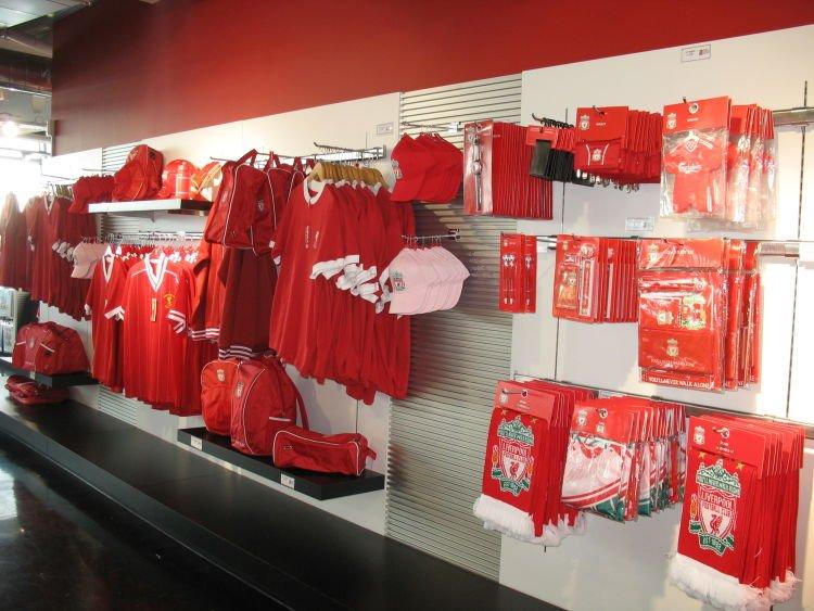 Kado aja merchandise dari klub favoritnya