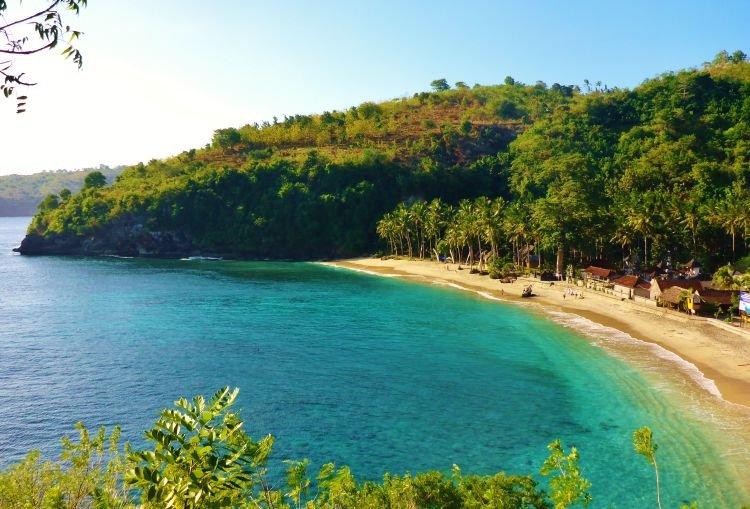 Salah satu pantai di sudut Pulau Nusa Penida, Bali.
