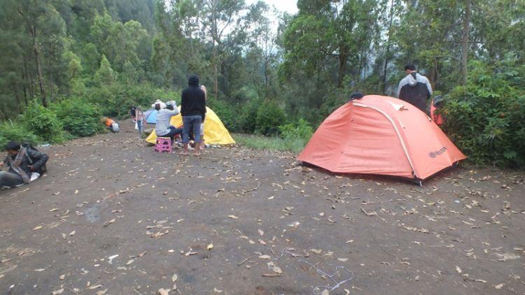 Suasana Latar Ombo di Gunung Panderman.