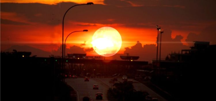 sunset di tengah kota