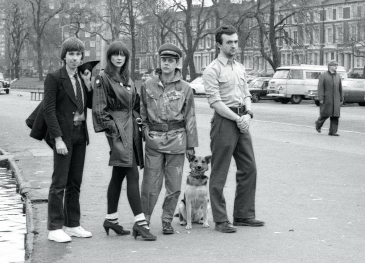 Throbbing Gristle tahun 1975.