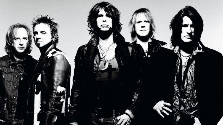Aerosmith dengan I Do't Want to Miss a Thing-nya setia kamu selipkan dalam playlist-mu.