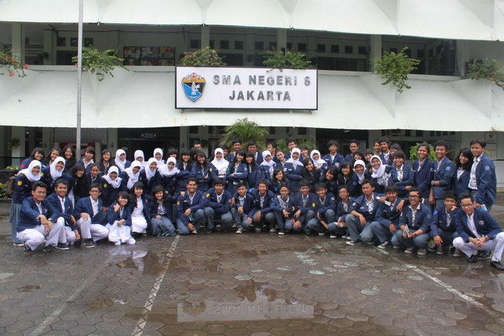 Irwan pernah sekolah di SMA 8 Jakarta.
