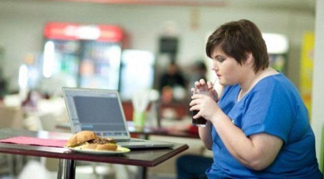 Obesitas adalah salah satu efek kebanyakan makan nasi