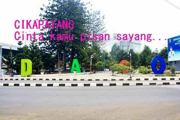 Tembak doi di taman Cikapayang aja.