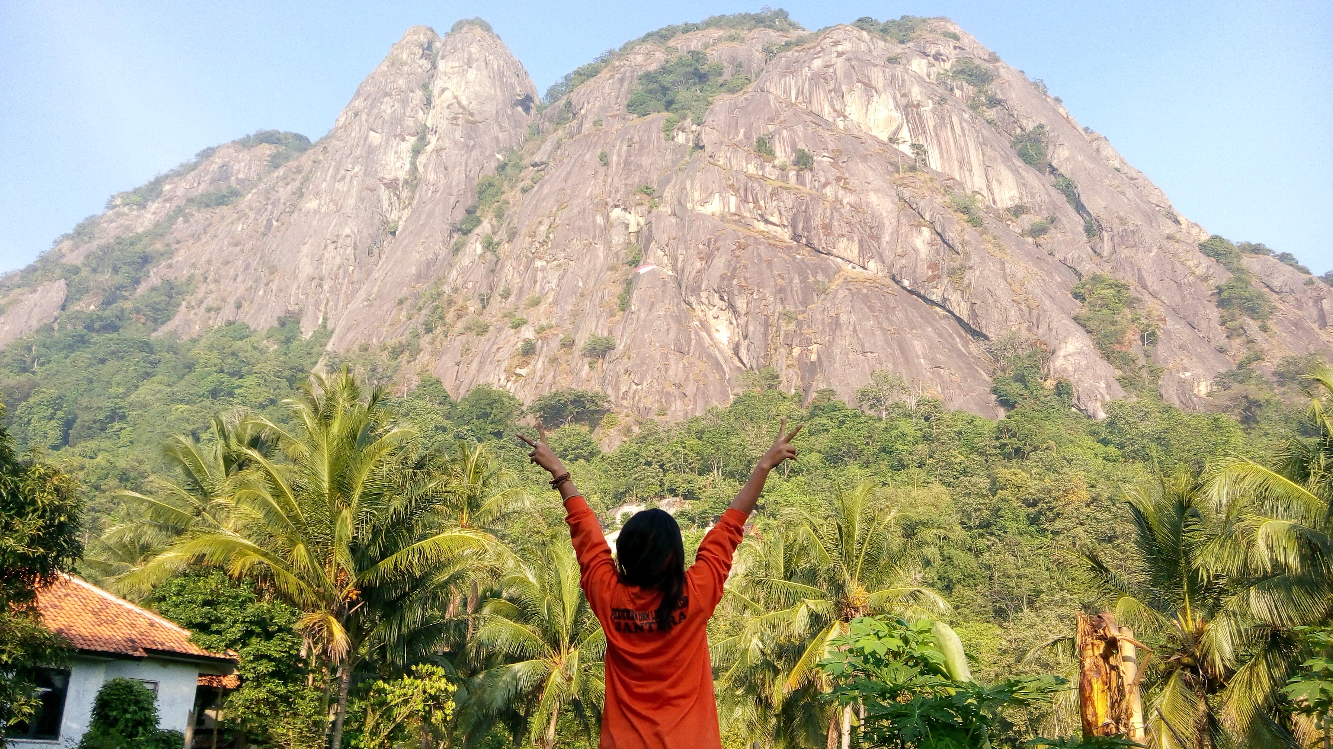 Gunung Parang adalah gunung panjat tebing kedua di Asia