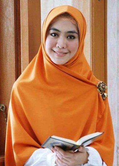 jilbab syari ala Oki Setiana Dewi