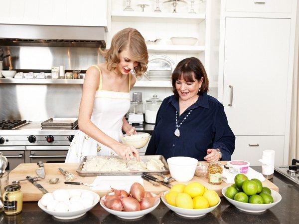 coba yuk bantuin ibu masak di rumah, siapa tahu itu jadi dinilai mandiri sama orang tua