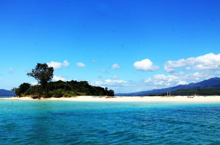 Penampakan Nusa Pombo, Maluku.