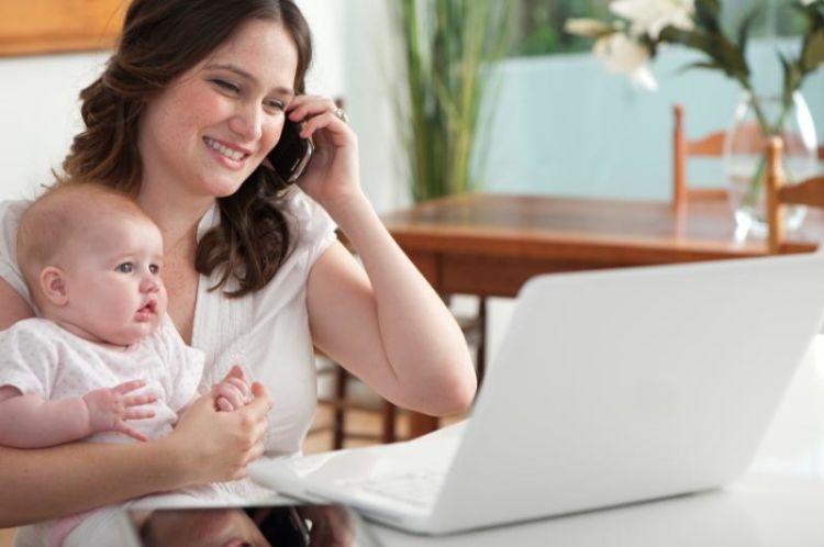 Kamu bisa bisnis online di rumah demi membantu perekonomian orang tua.