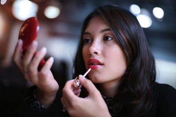 red-lipstick-120420