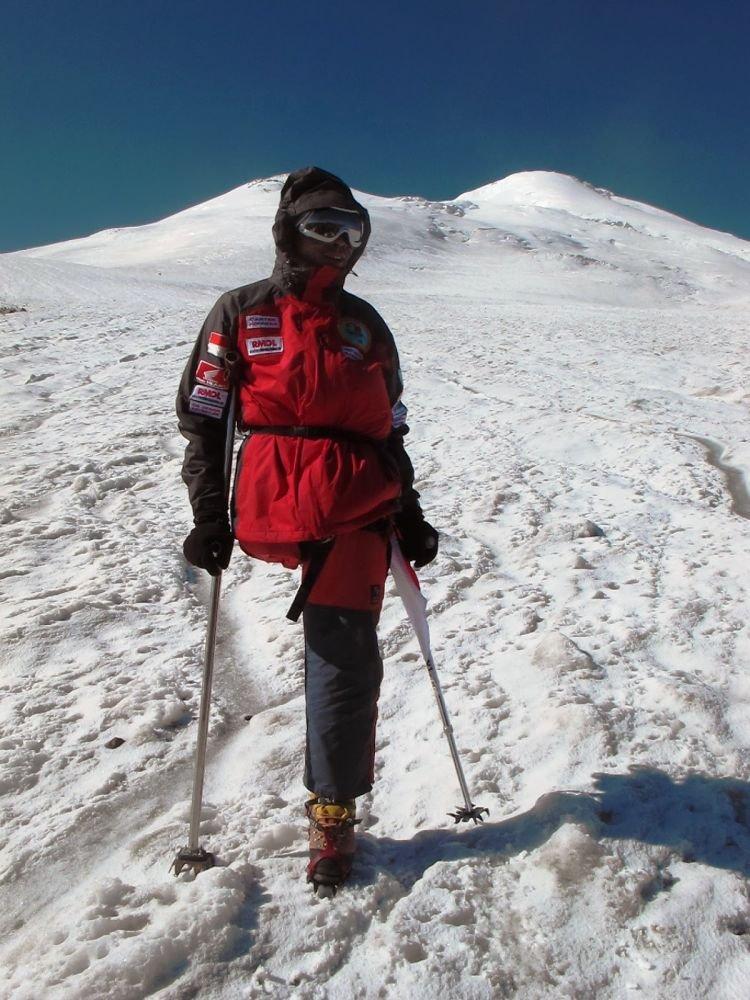 Pendakian di Gunung Elbrus lewat jalur utara.
