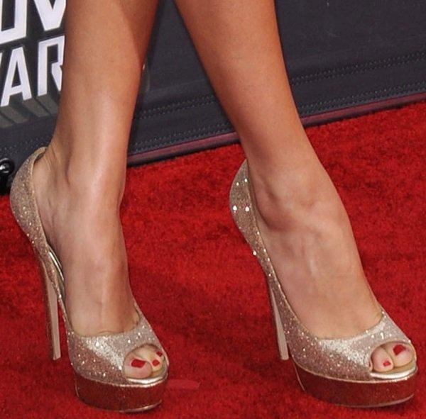 model peep toe seperti ini akan memberikan ruang bernapas untuk kakimu