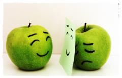 Apel yang tersenyum dan bersedih