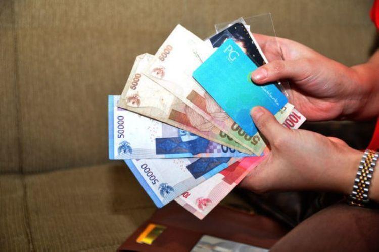 Sedia uang cash aja deh