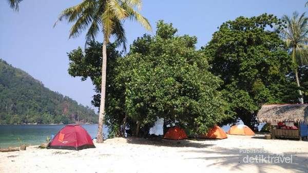foto berkemah di pulau pasumpahan