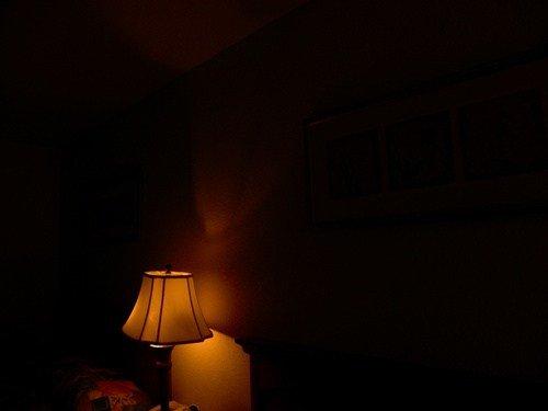 kalau terpaksa, pilihlah lampu yang paling redup