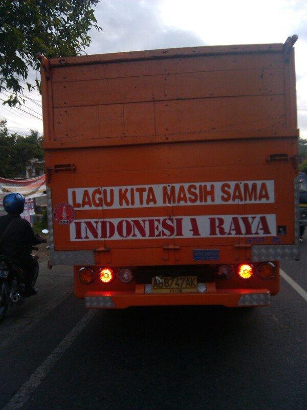 hargai perbedaan. toh kita masih sama-sama nyanyi Indonesia raya