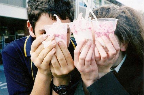 Biar nggak sedih makan es krim dulu