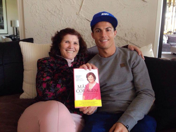 Contoh mas Ronaldo, dong.