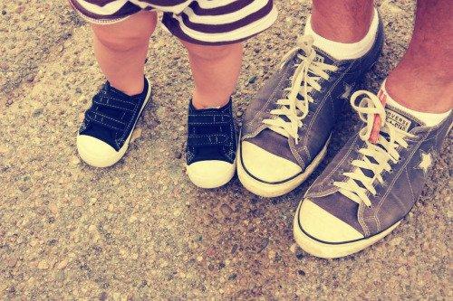 sepatu sneakers juga bisa