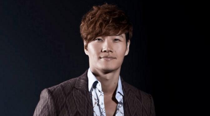Joong Kook yang kekar ternyata malu-malu saat berhadapan dengan cewek.