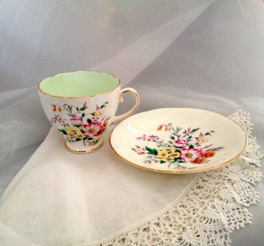 Seperangkat cangkir teh dijamin sukses buat Ibu senang