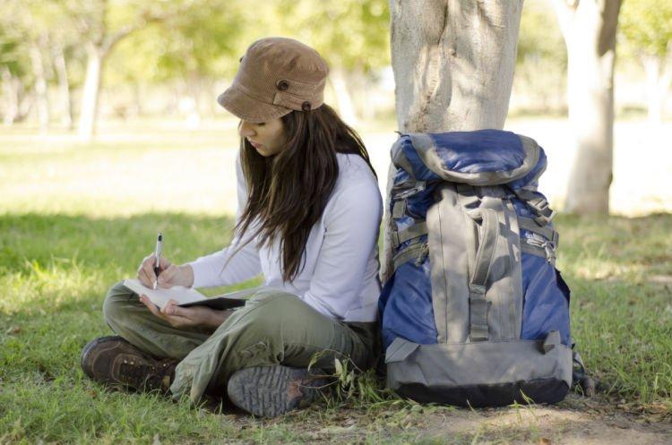 Menuliskan dengan persepsi yang lain. Traveler.