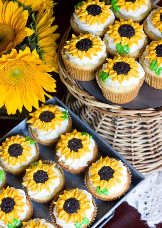 Atau cupcake yang bunga matahari banget