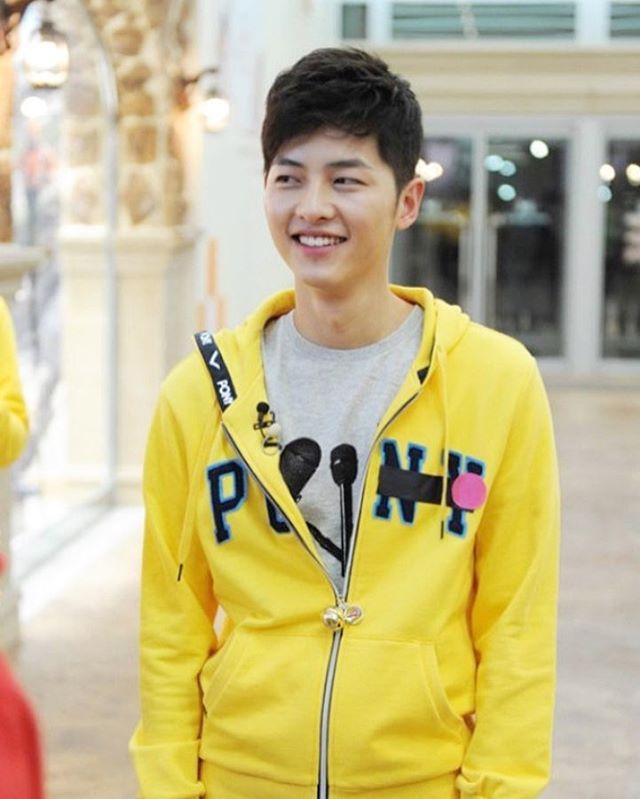 Joong Ki juga beberapa kali didapuk jadi host.