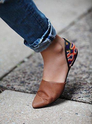 Bordiran di bagian belakang sepatu