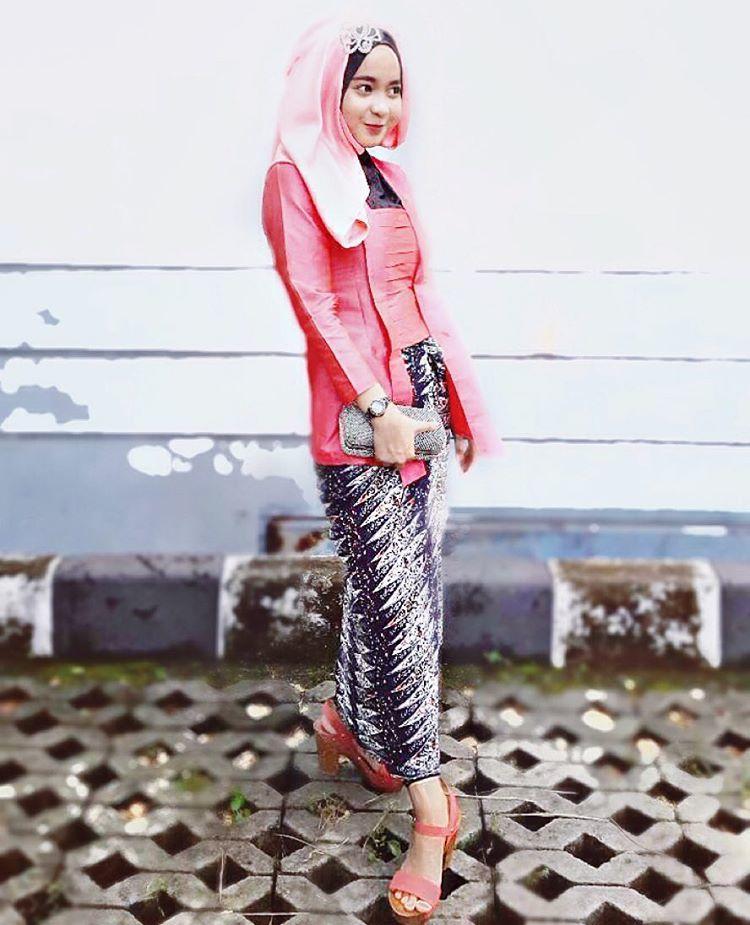 Dengan rok bermotif unik @namilasss