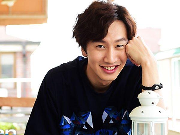 Meski nggak cakep-cakep amat, Kwang Soo dengan sifat kocaknya mampu memikat hati cewek.