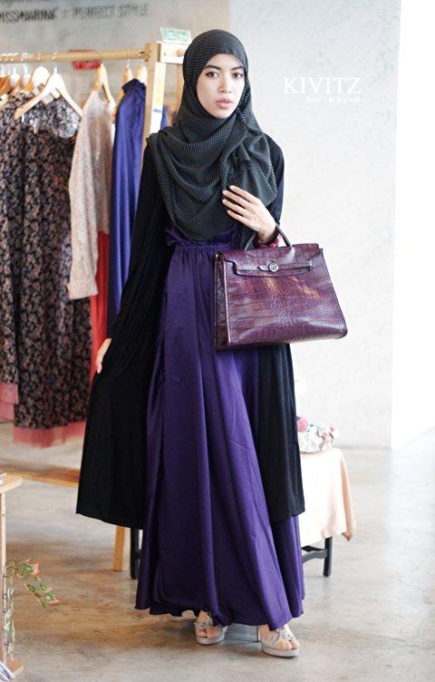 pakai maxi dress juga bisa, terlihat formal lagi