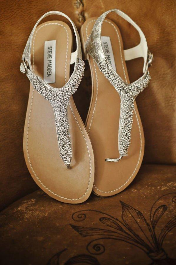 Sandal sederhana untuk mempelai yang tercantik