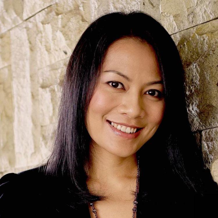 Dewi Dee, pencipta lagu Kali Kedua.