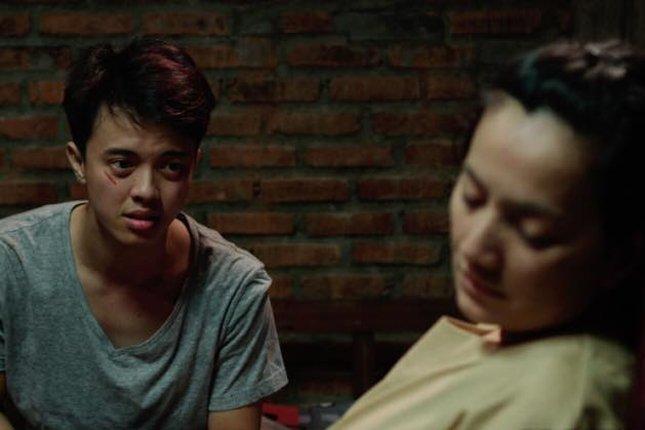 Tak hanya menjadi aktor utama, dalam film ini Bisma juga menjabat sebagai ko-produser dan mengisi soundtrack-nya.