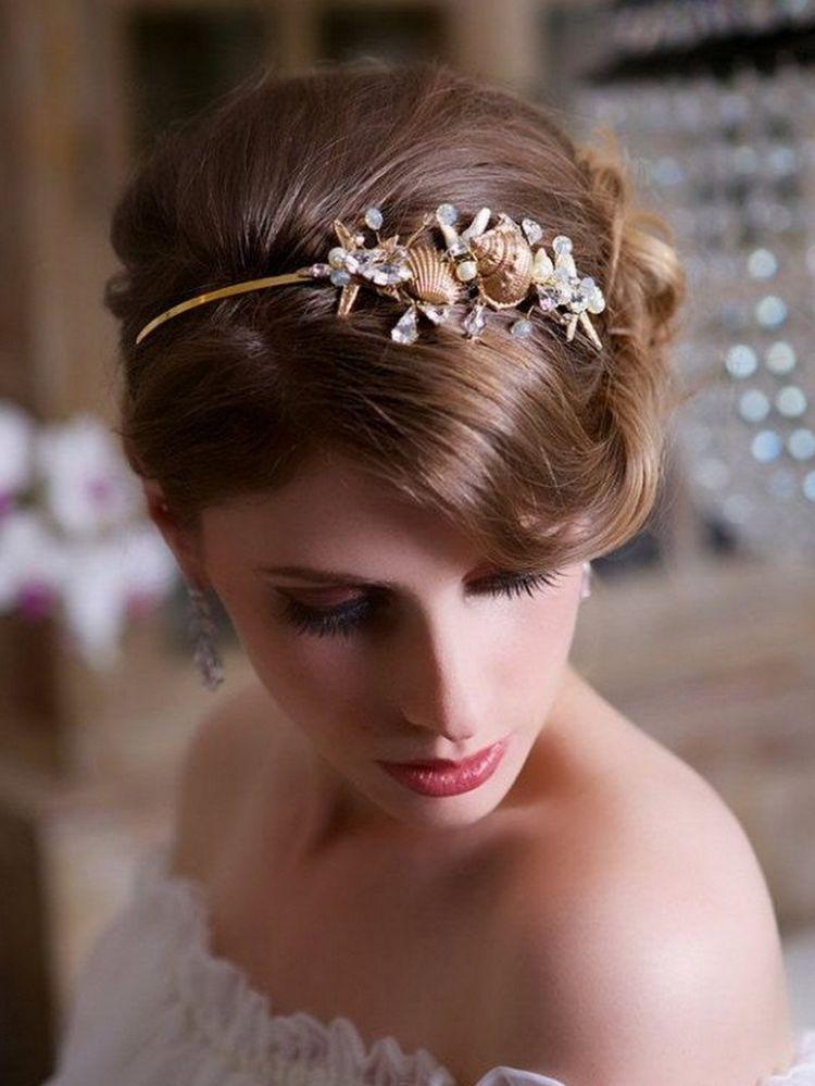 Headpieces cantik dengan kerang emas