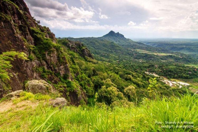 View Bayangkaki dari Gunung Bedes. Berjajar rapi nan cantik.