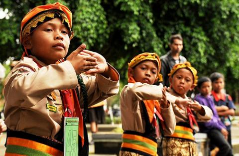 http://jadiberita.com/72313/bombardom-alat-musik-indonesia-yang-raih-rekor-dunia.html