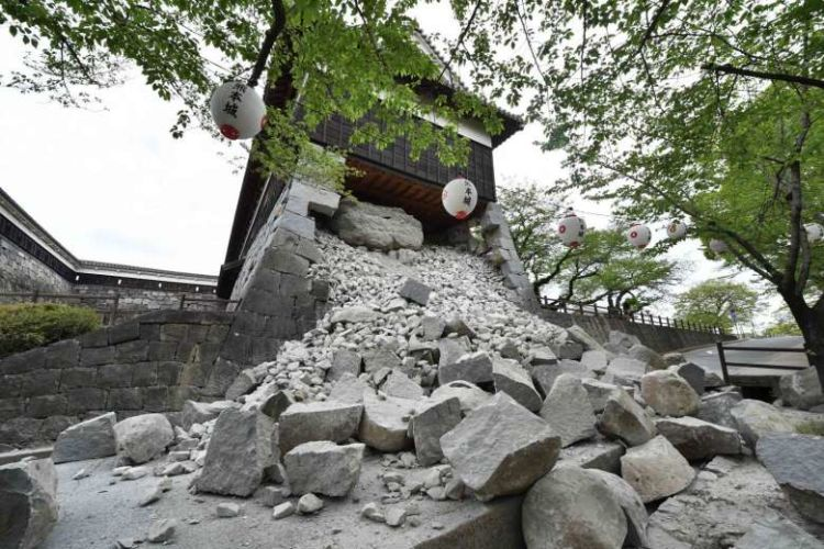 Kumamoto castle setelah gempa