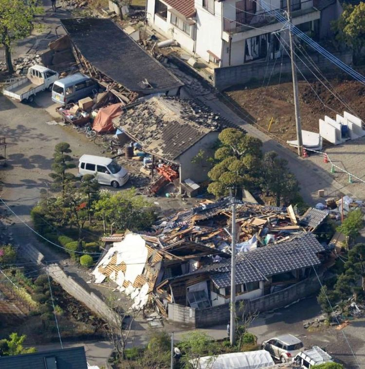 akibat gempa bertubi-tubi