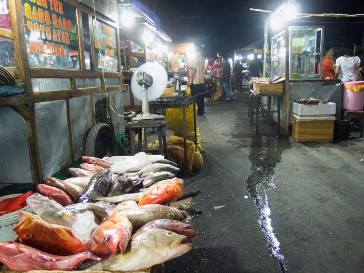 Mari makan sea food di Kampung Solor. Perut kenyang hati senang