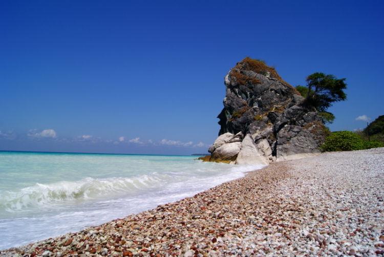 Nikmati pantainya, bungkus satu batunya