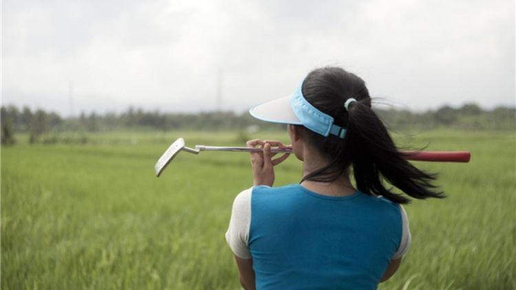 Golf di pematang sawah. Unik!